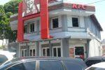 restoran cepat saji KFC di depan jam gadang.