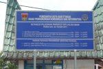 tarif parkir yang terletak di depan mesjid raya.