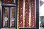 ukiran pada pintu dan dinding rumah gadang Minangkabau.