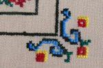 6. sulaman kristik taplak meja motif ornamen dominasi benang biru.-detil sudut.