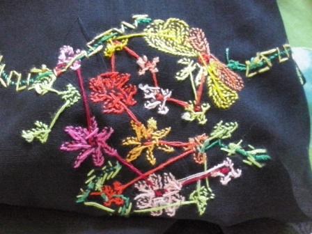 sulaman kapalo samek baju kebaya kelompok bunga-sisi bagian belakang.