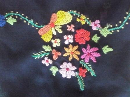 sulaman kapalo samek baju kebaya kelompok bunga-besar, sisi bagian depan.