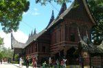 rumah gadang di kebun binatang Bukittinggi